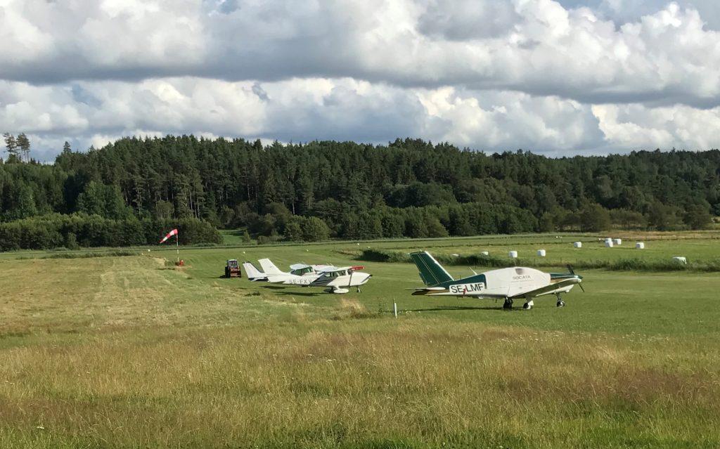 Fjällbacka flygfält en vacker sommardag